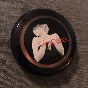 M.A.C limited edition Marilyn Monroe blush.